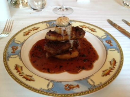 Collonges-au-Mont-d'Or, Frankreich: Filet de Boeuf Rossini, sauce Périgueux