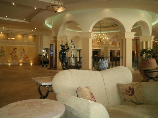 Elysium Hotel: Cafe area