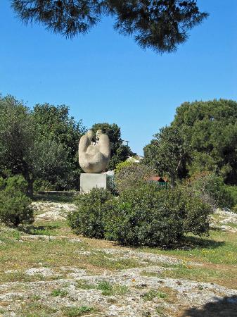 Monte Urpinu: Sculpture near the summit.