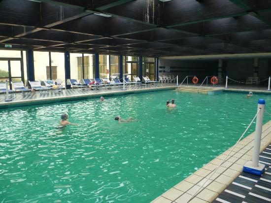 Piscine int rieur eau thermale picture of club alicudi for Hotel piscine interieur