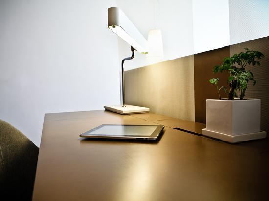 CHI Residences 138: CHI 138 Desk