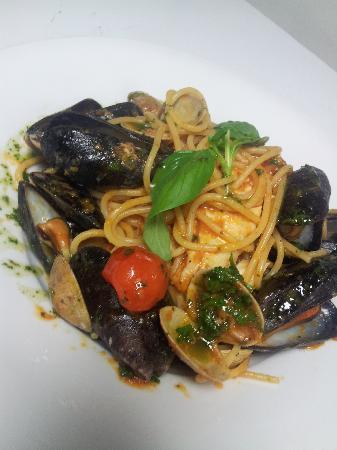 Enoteca : SPAGHETTI WITH CLAMS, MUSSELS AND SEABASS.