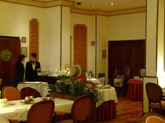 Hotel Roger De Lluria Barcelona: Desayuno