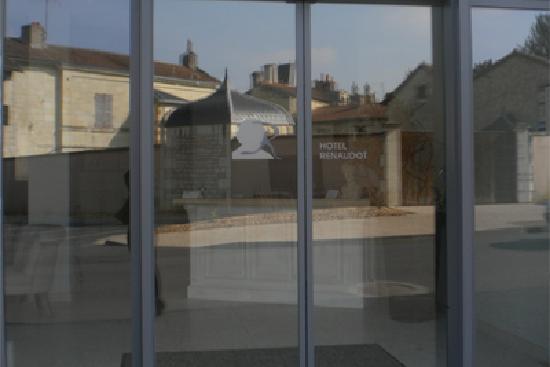 Hôtel Renaudot : Entrée de l'hotel