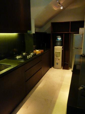 Kanishka Villas: Kitchen