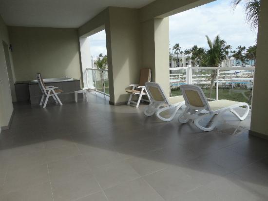 Balcony for junior suite upgrade bild von hotel riu for Balcony upgrade