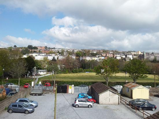 Crawford Guest House B&B: View of Crawford House car park, Cork Cricket Club and Sunday's Well from our room