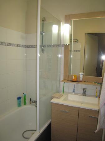Pierre & Vacances Résidence Port Guillaume : salle de bains