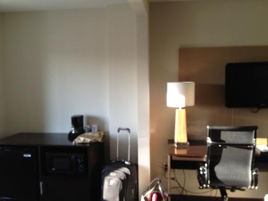 Sleep Inn & Suites Evergreen: dresser, desk, and tv