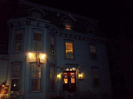 Newport Ghost Tour Reviews