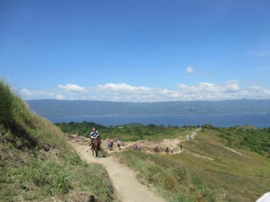 Batangas Province, Filippinene: Horseback ride up