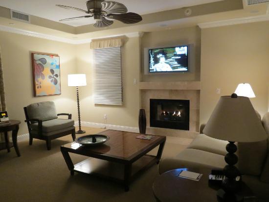 Dolphin Bay Resort & Spa: Living room
