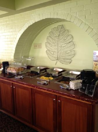 Quality Inn & Suites Oceanfront: great hot buffet breakfast