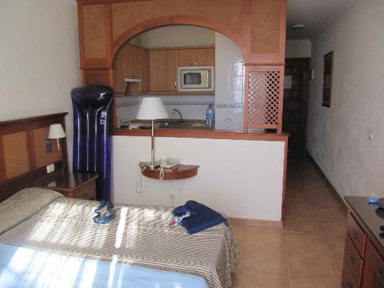 Colon II Apartments : Room