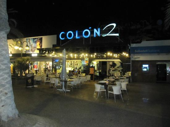 Colon II Apartments: Hotel front at night