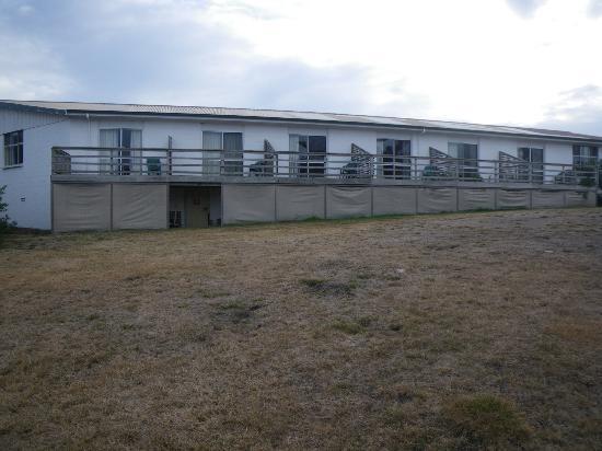 Silver Sands Resort Motor Inn: Rooms on left hand side