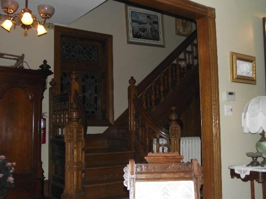 Beauclaire's Bed and Breakfast: Staircase from Living Room