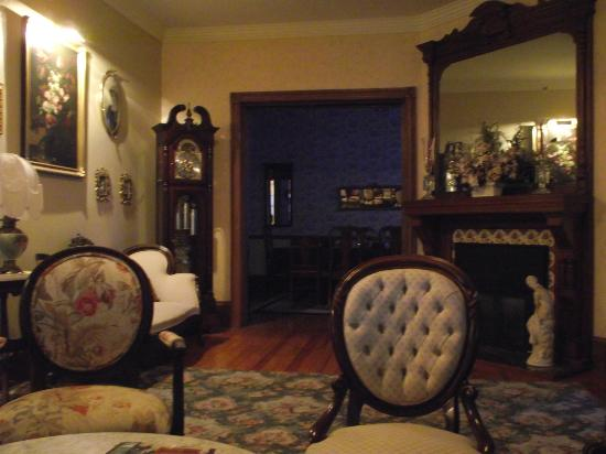 Beauclaire's Bed and Breakfast: Living Room looking into Dining room
