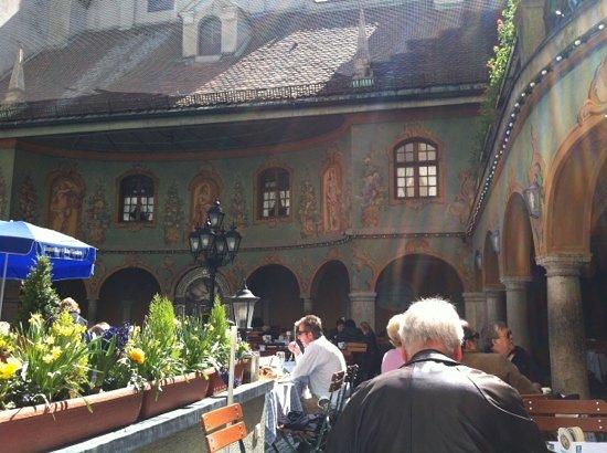 Weinhaus Neuner: Innenhof