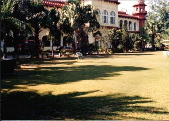 The main Facade Carlton Hotel, Lucknow