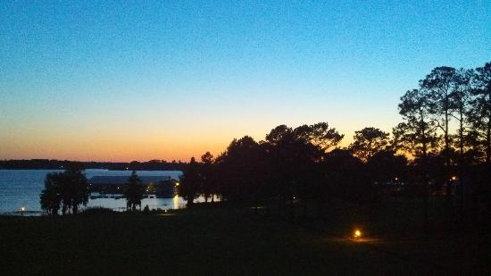 Lake Blackshear Resort and Golf Club: Sunset from balcony