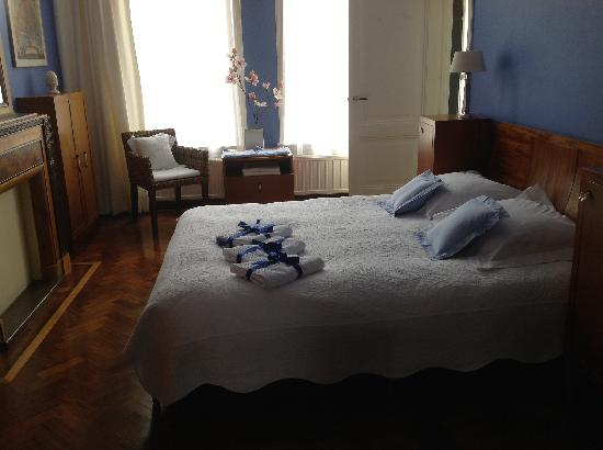 Vondel View B&B: Wonderful clean bedroom, 1st fl