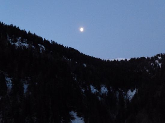 Chalet La Giettaz: Dawn view from my bedroom window