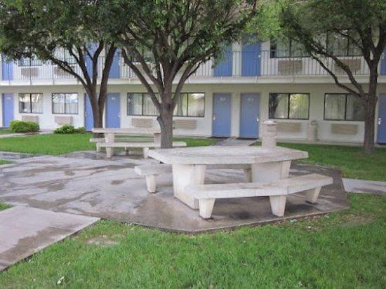 Motel 6 Del Rio: Exterior