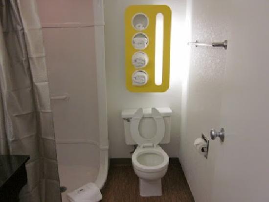 Motel 6 Del Rio: Guest Bath