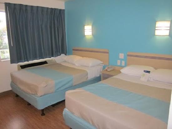 Motel 6 Del Rio: Guest Room