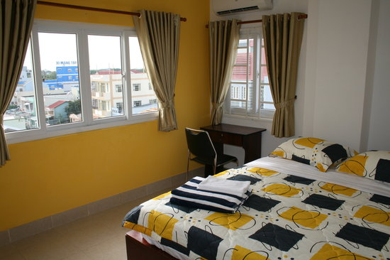 Hotel Xoai: Beautiful Rooms with Desk and Chair, View to Cantho University