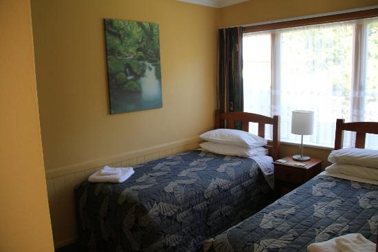 Accommodation Fiordland Self Contained Cottages: 2 Single Bed Room