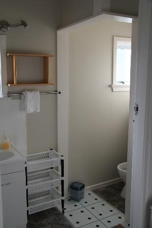 Accommodation Fiordland Self Contained Cottages: Toilet