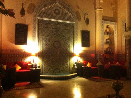 Riad Ibn Battouta: Le patio et sa fontaine
