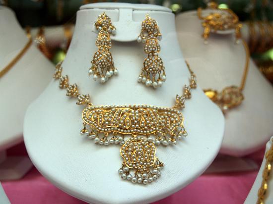 Meena Bazaar: Intricate traditional designs for wedding