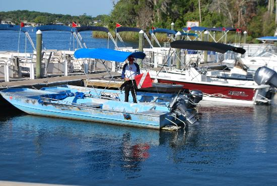 The Port Hotel and Marina: rental boats for diving and snorkeling