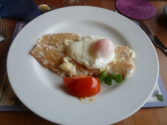 Rowan Cottage B&B: Haddock - egg (breakfast)