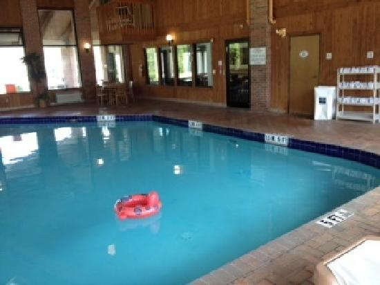 Baymont Inn & Suites LaGrange: pool