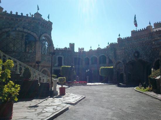 Foto de castillo santa cecilia hotel guanajuato entrada - Hotel castillo de ayud ...