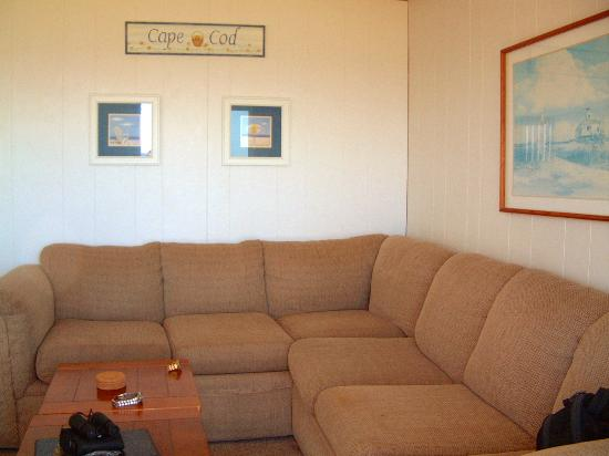 The Garlands: Seaside 1 Bedroom : Living room