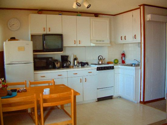 The Garlands: Seaside 1 Bedroom :  Kitchenette