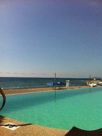 San Juan, Filipina: another view showing the pool and ocean