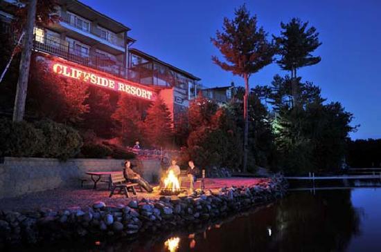 Cliffside Resort & Suites: Lake front bonfires