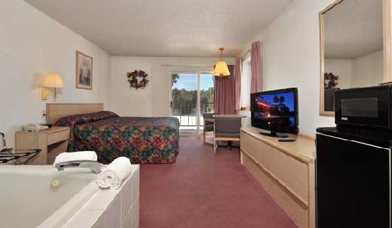 Cliffside Resort & Suites: King Whirlpool Suite Lake View