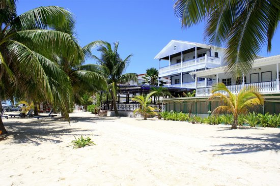 Holiday Hotel: White sandy beach