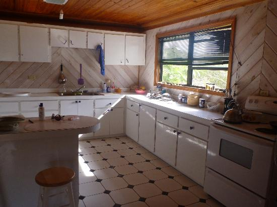 Love At First Sight Hotel: Large kitchen in rental house (on grounds)
