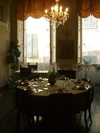 Palazzo Bruchi: Elegant Breakfast Room