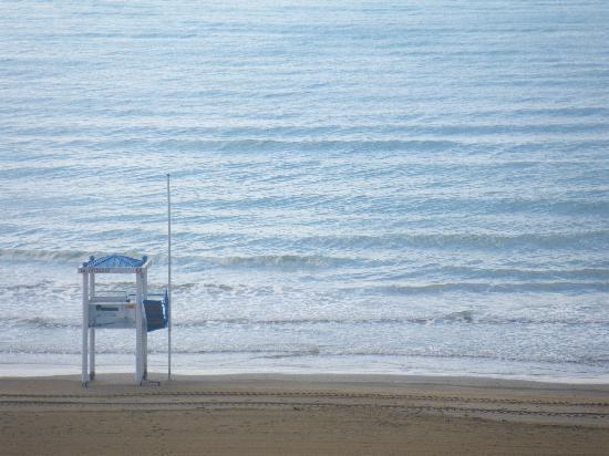Hotel Le Soleil : view of beach