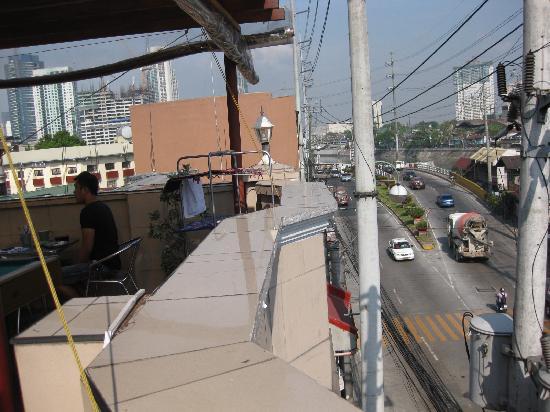 1 River Central Hostel: 屋上