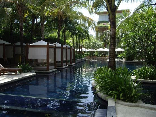 The Chava Resort: Exquisite pool and day beds